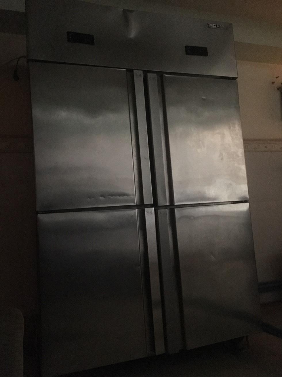 低价出售4开门餐厅专用冰箱