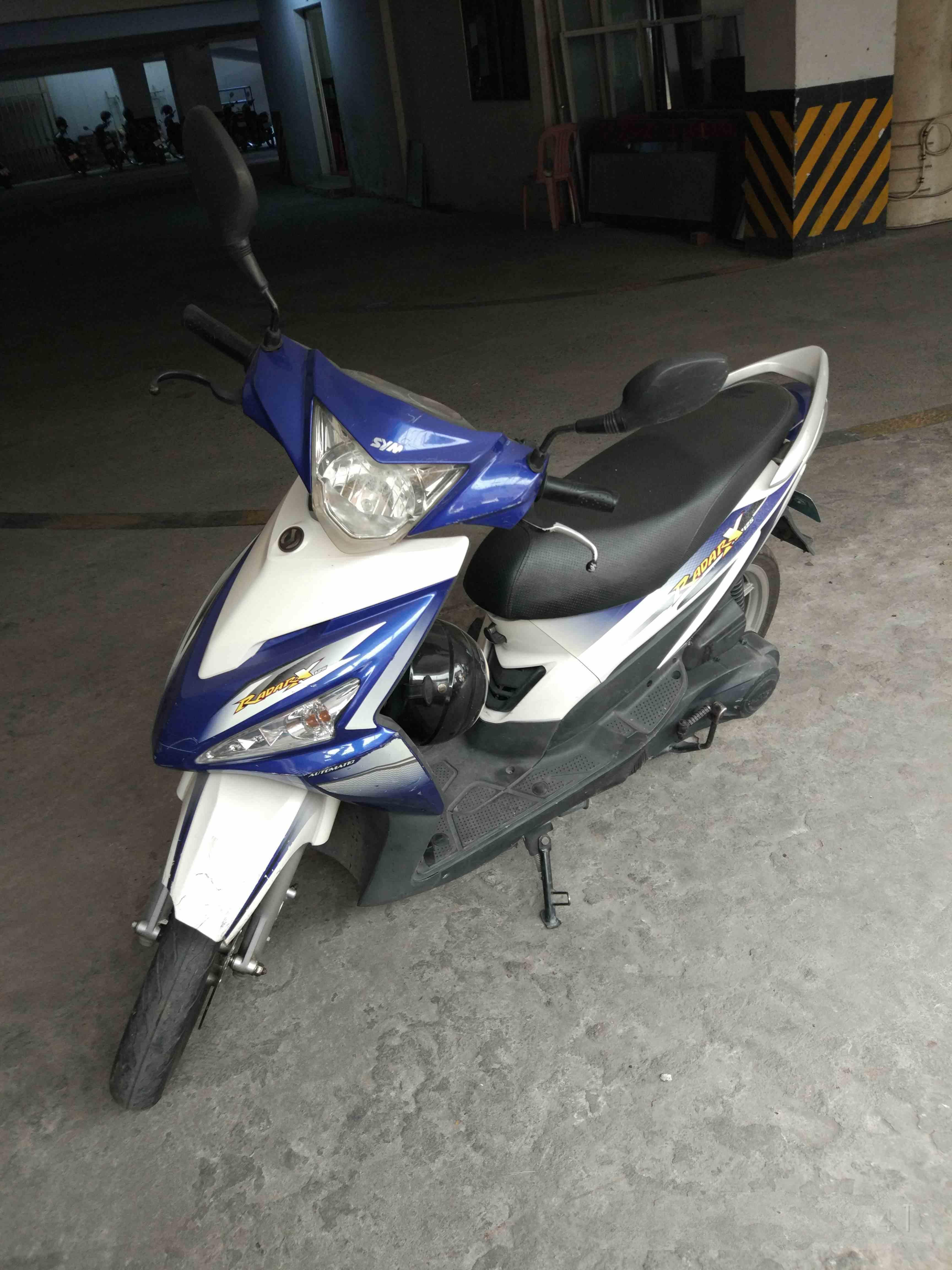 自用摩托车出售,金边有牌有证,011663677或微信250107386
