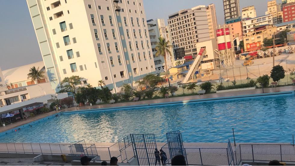 天气好热,一起来游泳