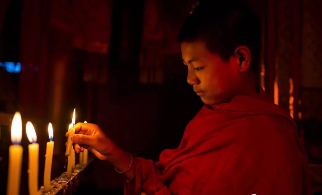 揭秘柬埔寨年轻男子出家真相!吊唁逝世的亲人,100天后...