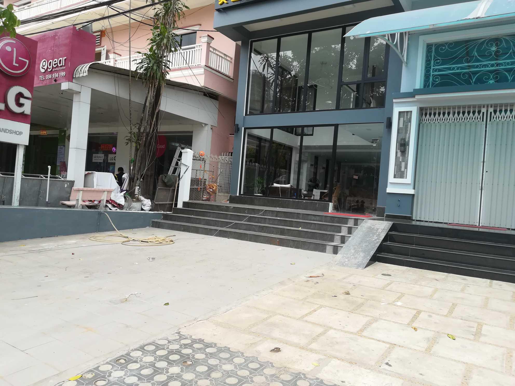 西港专业美发店招聘美发师个和柬埔寨女助理