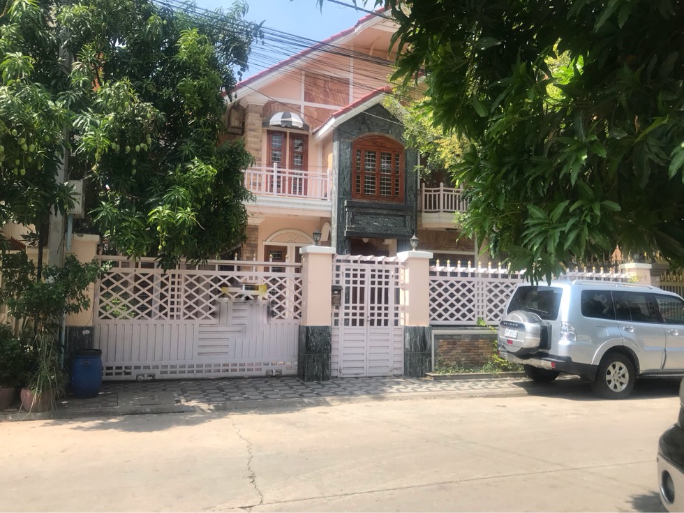 4间房别墅出租在Chrouy Chong Va河流金边市