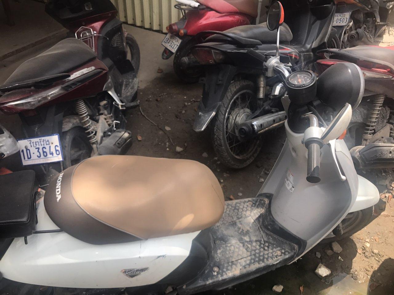 西港低价出售二手摩托车