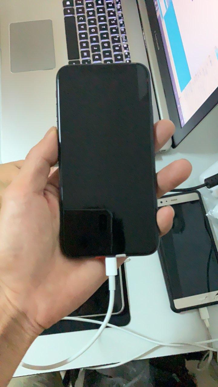 出售一台黑色苹果x256G