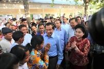一场无悬念的大选:人民党赢得柬埔寨大选 首相洪森蝉联...